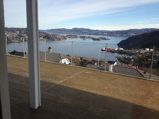 Spacious apartement with spectacular  sea-view - Bergen - Apartamento