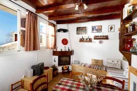 Monastiraki little house