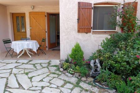 Peaceful garden level flat still near activities - Pégomas - Hus
