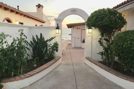 ★Stunning OCEANFRONT HOME w/Private Beach access!★
