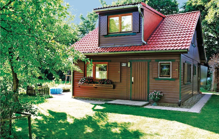 Holiday cottage with 2 bedrooms on 94m² in Frätow