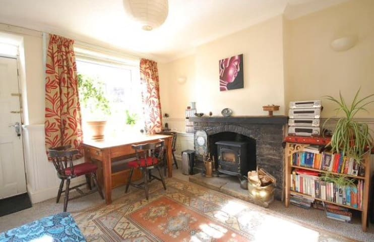 Bright cottage, Desborough, near Market Harborough - Desborough - House