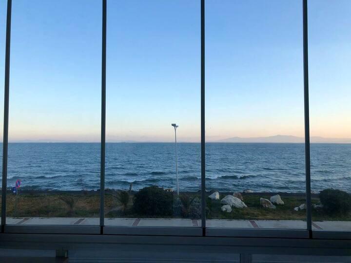 Deniz Manzaralı Şehir Merkezine Yakın Mobilyalı Ev