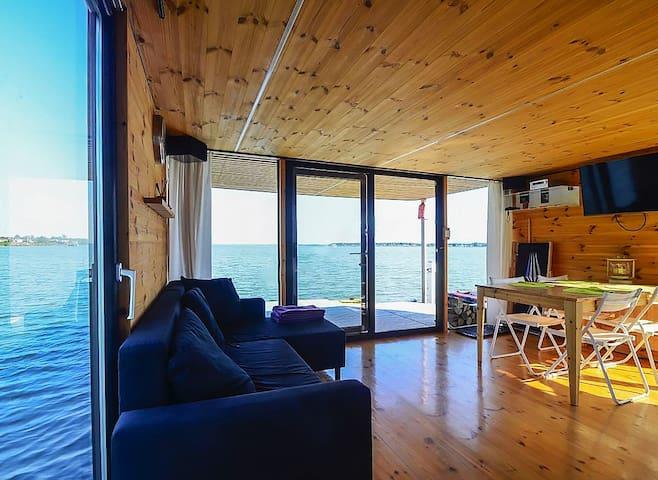 Dom na wodzie HT6 z kominkiem i pływającym tarasem - Mielno