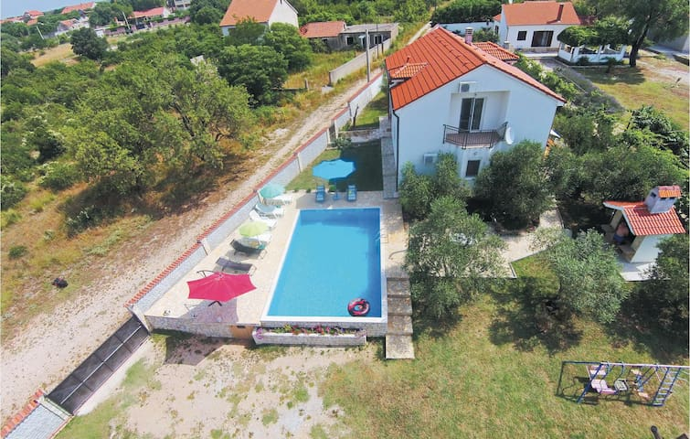 Holiday cottage with 4 bedrooms on 179 m² in Polaca
