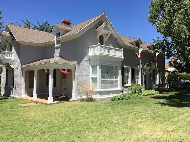 The Stewart Woolley House BNB (Rm1- pets ok)