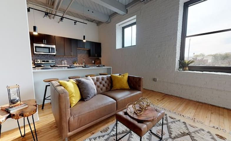 1BR INDUSTRIAL LOFT APT  - 3RD WARD/WALKERS POINT