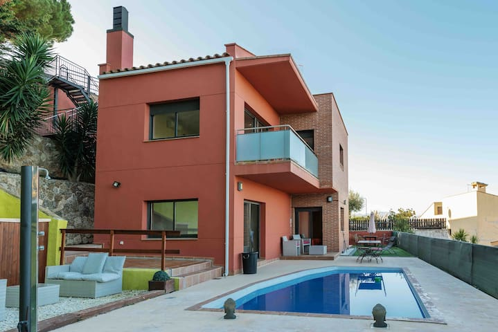 "Precious Villa ""Abril"" between Lloret & Blanes"