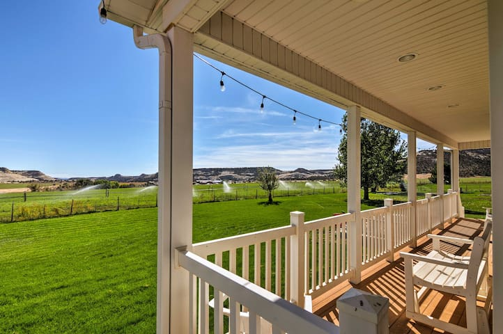 With 6 bedrooms & 4.5 baths, up to 14 guests can vacation here!