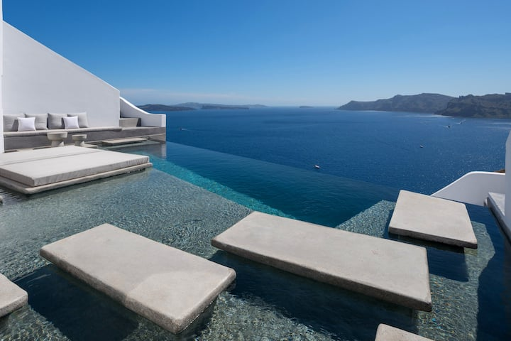 Echoes Suites | Grand Suite with infinity pool