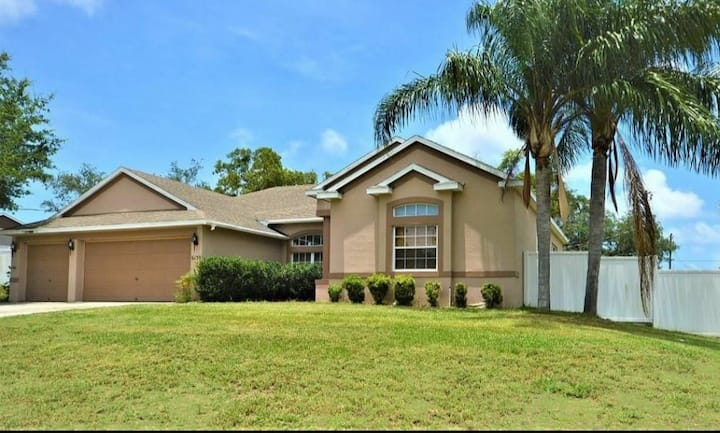 Amazing location, comfortable for large families .