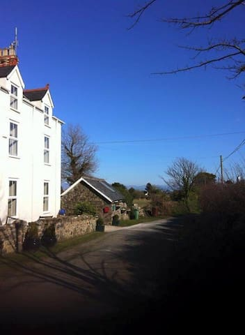 Goleufryn Abersoch has the main house and 2 barns