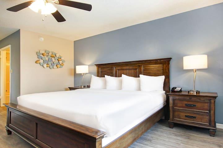 The Palmer Inn and Tennis Club - 1 King Bed