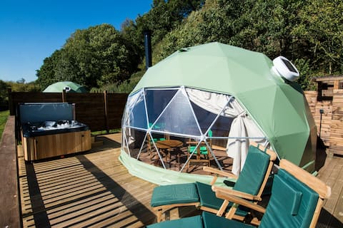 THE BREDON - Luxury Glamping Dome with Hot Tub