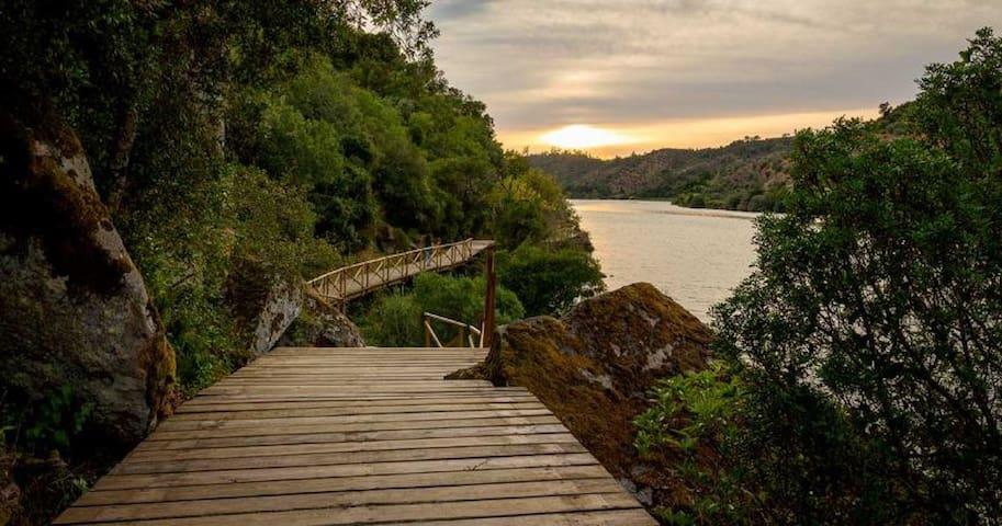 Pôr-do-sol passadiço (Alamal)/Walkway from Alamal river beach