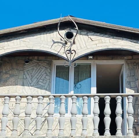 ^Madoyan^Beautiful Guest House