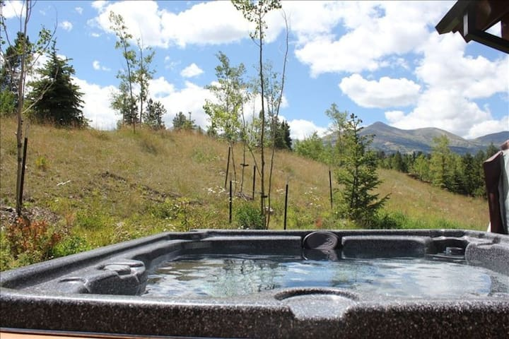 Exclusively reserved for you and located in the best area to view the ski resort and Ten Mile range.  Watch the snow cats grooming trails at night while soaking.   A hot tub management company ensures the tub is always in great shape for you.