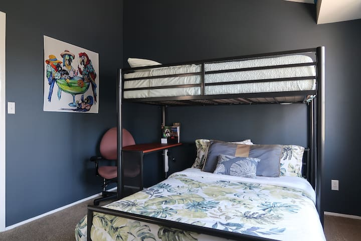 San Diego Zoo Inspired Guest Room w/ TV and bath