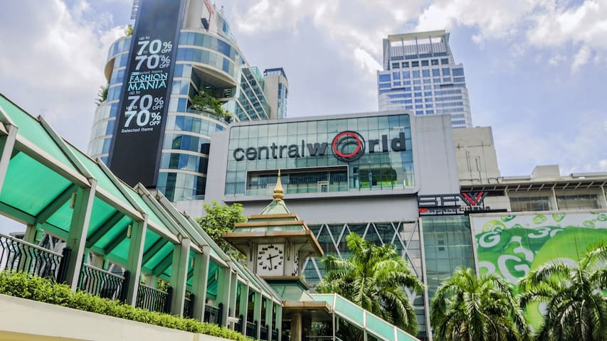 CENTRAL WORLD!! 15 minute by walking from the apartment