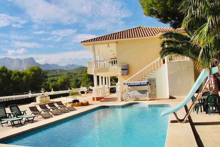Luxe Villa met zwembad, tennisbaan & mooi uitzicht