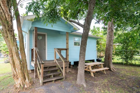 The Crab Shack!   (Sleeps 4 near Kemah and NASA)