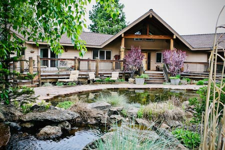 Lodge in the Woods     Peaceful Luxury  Retreat