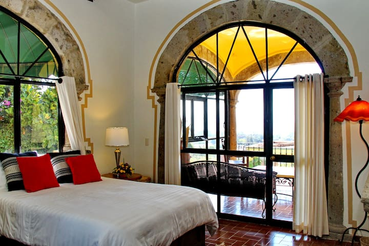 King Room with Balcony, Villa del Angel