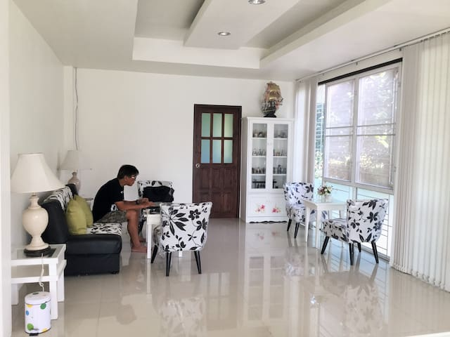 @hillside home in town - Mueang Chiang Rai - House