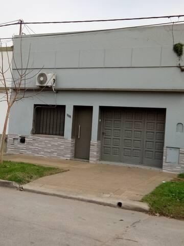 UN ALOJAMIENTO UNICO EN LAS FLORES