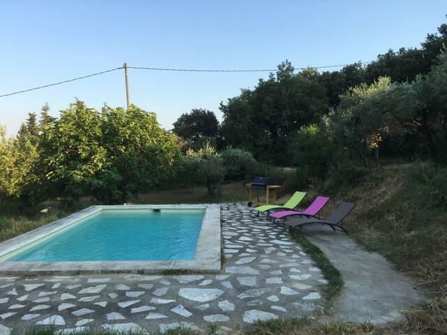 Dépendance climatisée et piscine à 15min d'Avignon