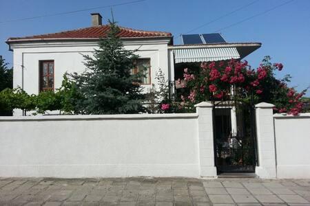 Апартамент за гости Алберчи арт - Byala