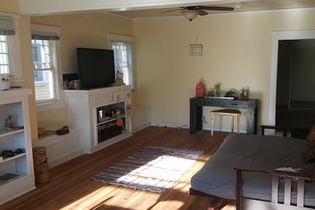 A Spacious Home All Your Own Near Beach & Downtown - Ventura - Casa