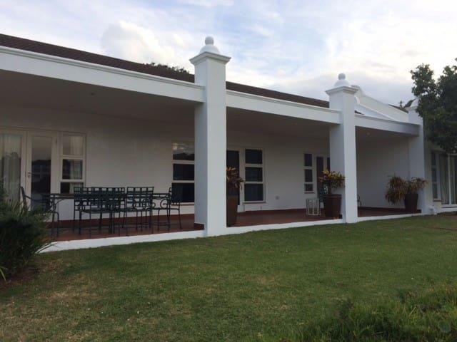 Villa 9 - Port Edward - Casa de camp