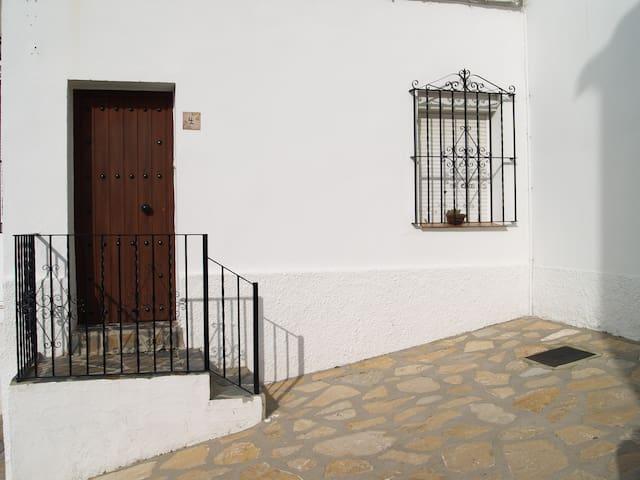 Encantadora Casa Teresa céntrica - Benaocaz - Hus
