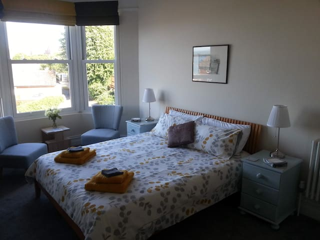 Double room with super king-size bed