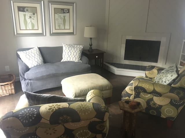 *Stylish retreat in the heart of Gate City*