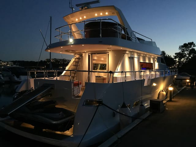 Nice living on a luxury Yacht in the hart of Visby