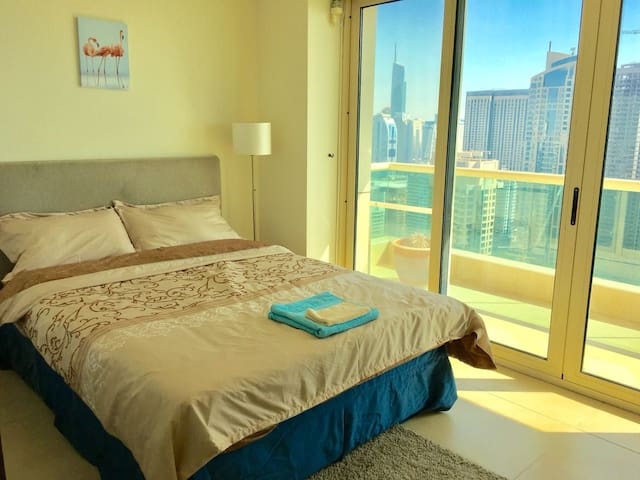 Pvt room w/balcony Beach Views in Penthouse w/pool