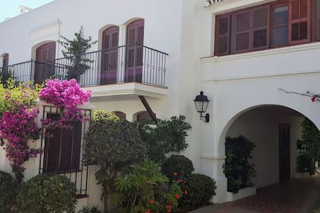 Townhouse with roof terrace 200m from beach