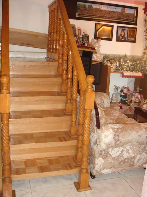 Escaleras hacia habitaciones