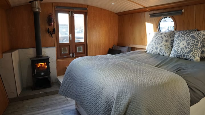 The Summer House - Stunning Wide Beam House Boat