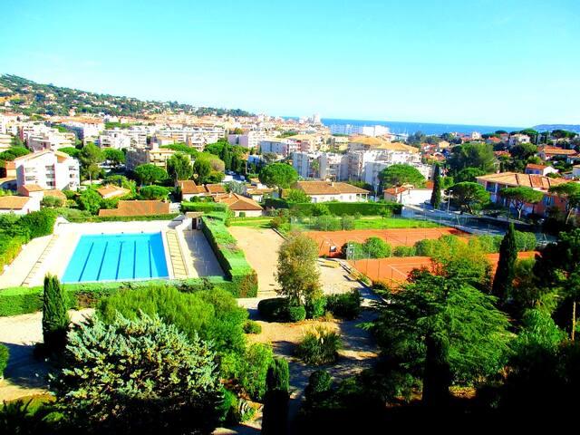30m² panoramic view, beach 700m, pool, parking
