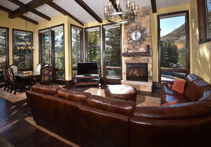 Impeccably Remodeled Platinum Rated 5 Bedroom Home – Spectacular Views of Slopes - Vail - House