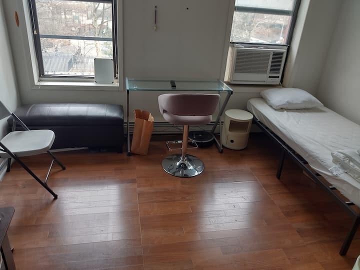 ♜ Twin Bed in my Living Room, Next To Subway/Metro