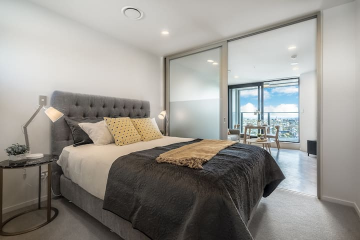 NEW! Auckland Downtown One Bedroom Apartment