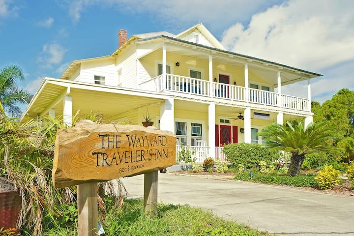 B & B (The Wayward Traveler's Inn) in Mims, FL