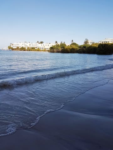 3br Beachfront apartment in Nyali near City Mall - Mombasa - Daire