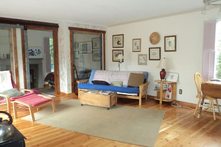 Cozy and quiet Comox small house - Comox - Rumah