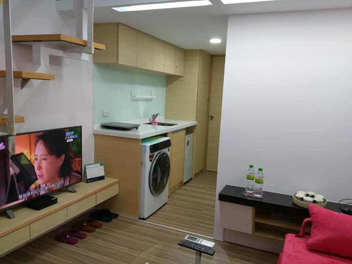 西門町全新優質舒適的  lee house   2~6人    3 min to MRT