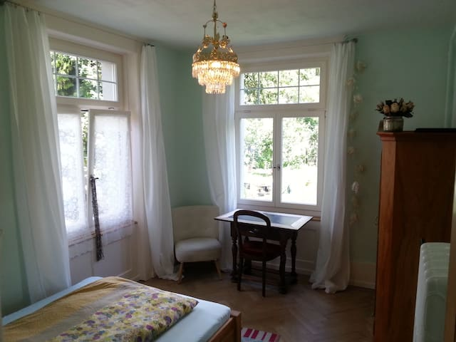 wonderful room, beautiful house - Thun - Talo